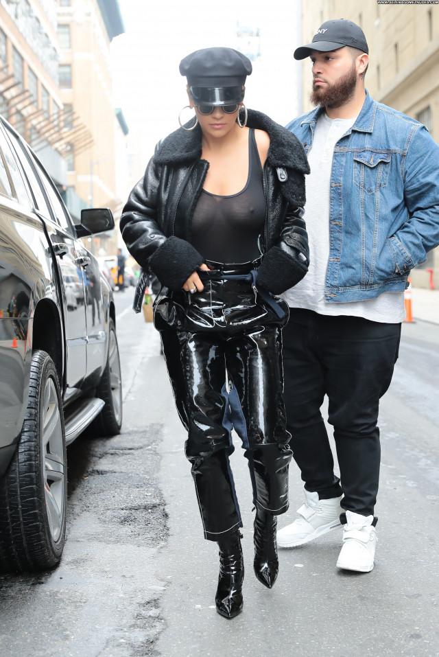 Rita Ora New York Twitter Bra Posing Hot New York Braless British