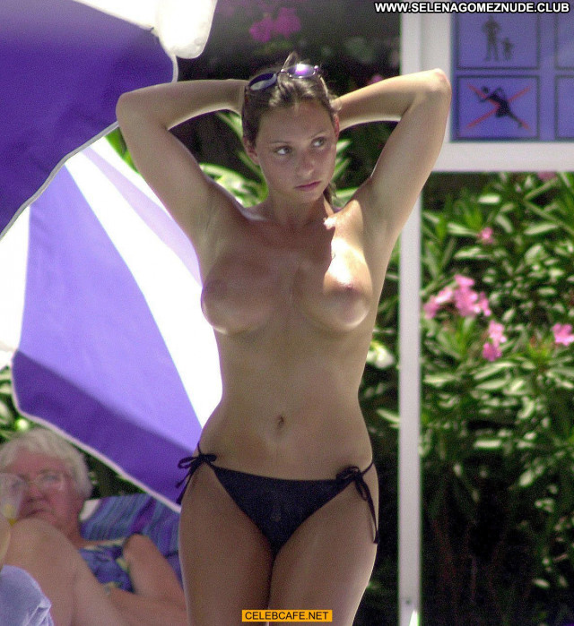 Lucinda Rhodes Flaherty No Source Toples Pool Celebrity Beautiful