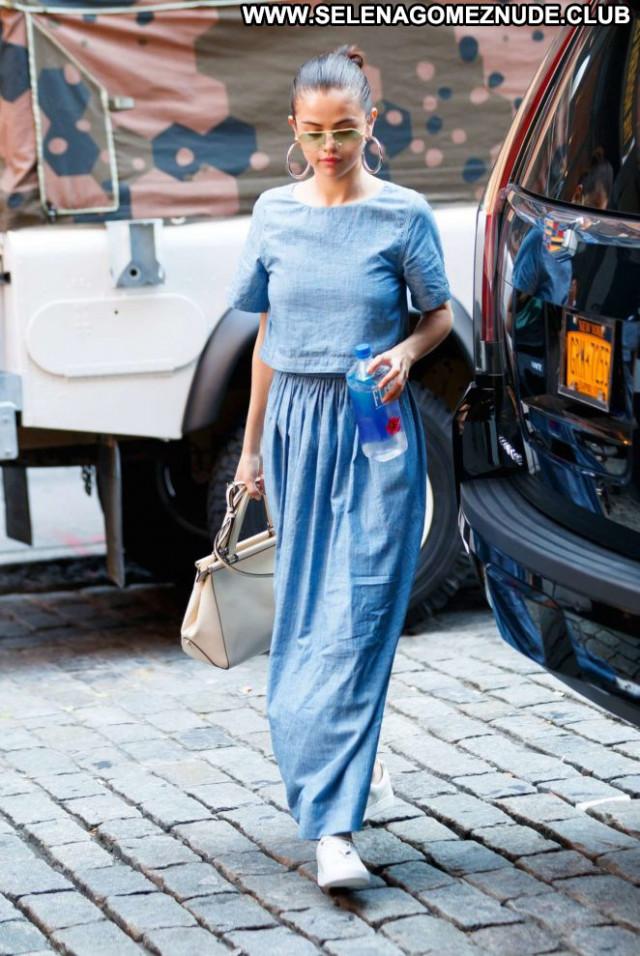 Selena Gomez New York Beautiful Paparazzi Posing Hot Celebrity Babe