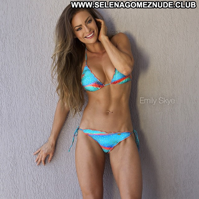 Emily No Source Babe Posing Hot Hot Healthy Sex Sexy Beautiful
