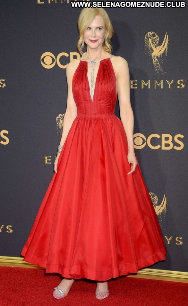 Nicole Kidman Primetime Emmy Awards Beautiful Paparazzi Angel Posing