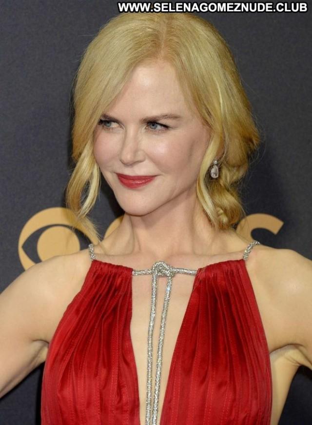 Nicole Kidman Primetime Emmy Awards Paparazzi Beautiful Posing Hot
