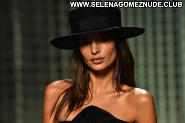 Emily Ratajkowski Fashion Show Paparazzi Beautiful Nyc Babe Celebrity