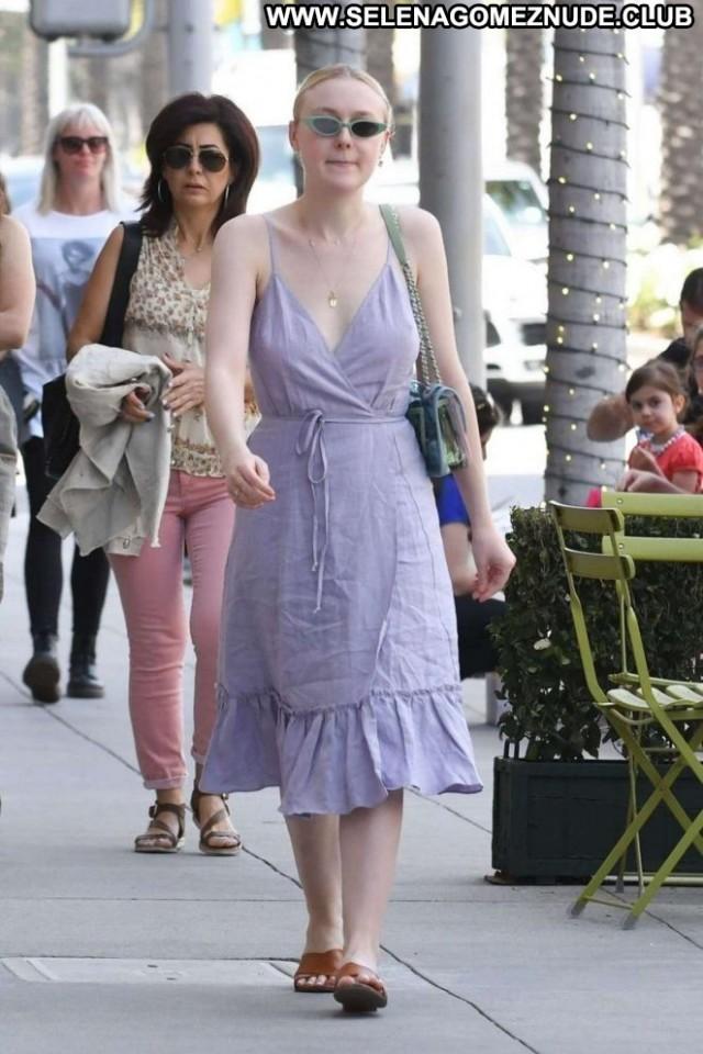 Dakota Los Angeles Posing Hot Beautiful Babe Angel Paparazzi Los