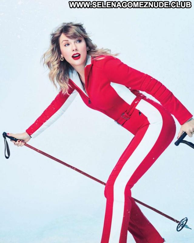 Caley Rae Pavillard No Source Posing Hot Celebrity Babe Party