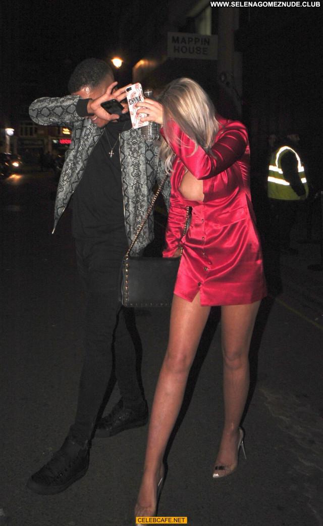 Chyna Ellis No Source Tit Slip Beautiful Babe London Celebrity Posing