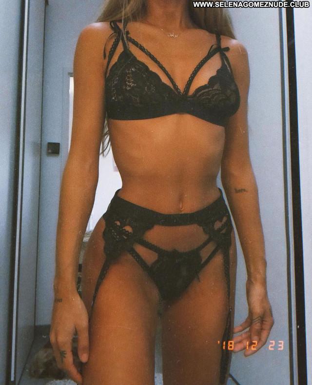 Mathilde Tantot No Source Bus Beautiful Babe Posing Hot Celebrity