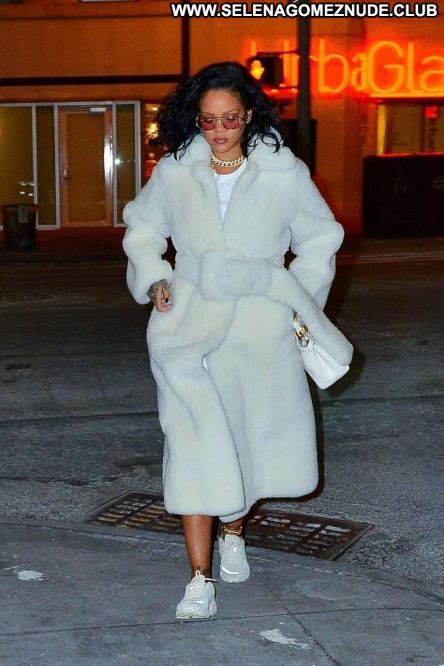 Rihanna Night New York Posing Hot Beautiful New York Paparazzi Babe