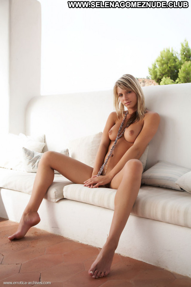 Hot Babe No Source Sexy Nude Babes Babe Posing Hot Photoshoot Actress