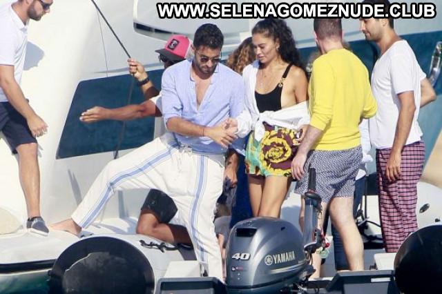 Shanina Shaik No Source Beautiful Babe Paparazzi Posing Hot Celebrity