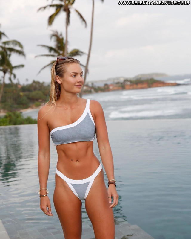 Elyse Knowles No Source Posing Hot Babe Beautiful Celebrity