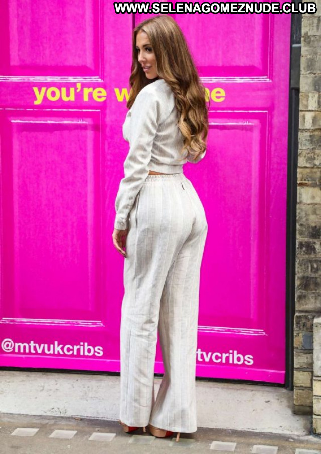 Yazmin Oukhellou Mtv Cribs Babe Posing Hot Paparazzi Beautiful