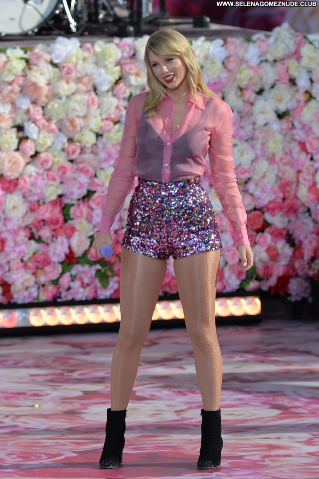 Taylor Swift No Source Sexy Beautiful Babe Celebrity Posing Hot