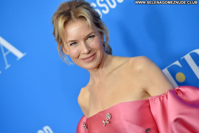 Renee Zellweger No Source Babe Beautiful Sexy Posing Hot Celebrity