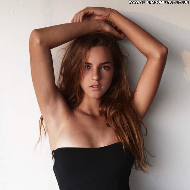 Emily Feld No Source Sexy Babe Beautiful Posing Hot Celebrity