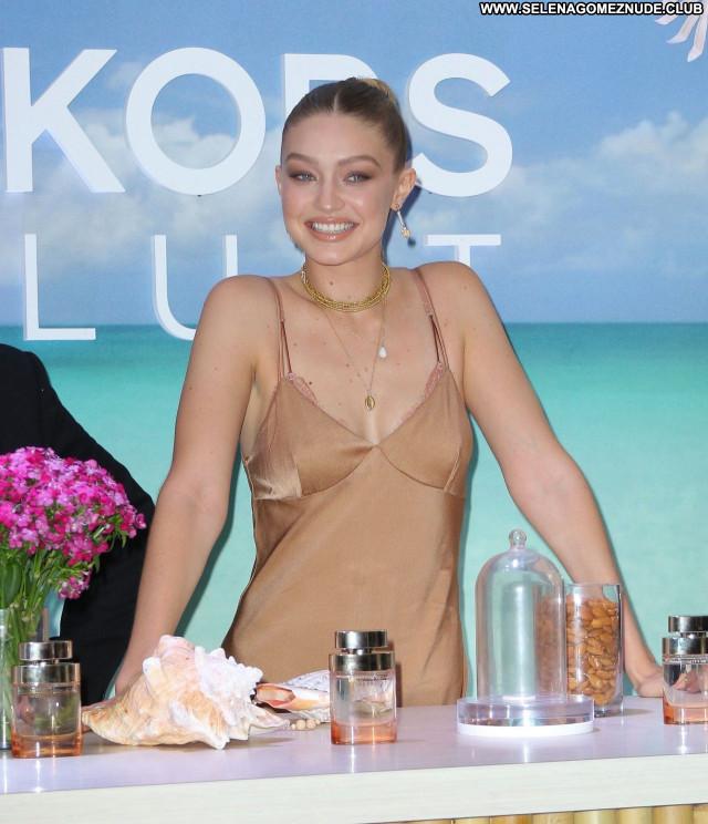 Gigi Hadid No Source Babe Posing Hot Celebrity Sexy Beautiful