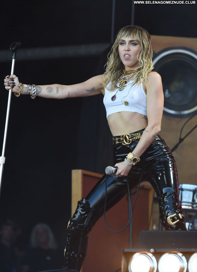 Miley Cyrus No Source Beautiful Babe Sexy Celebrity Posing Hot