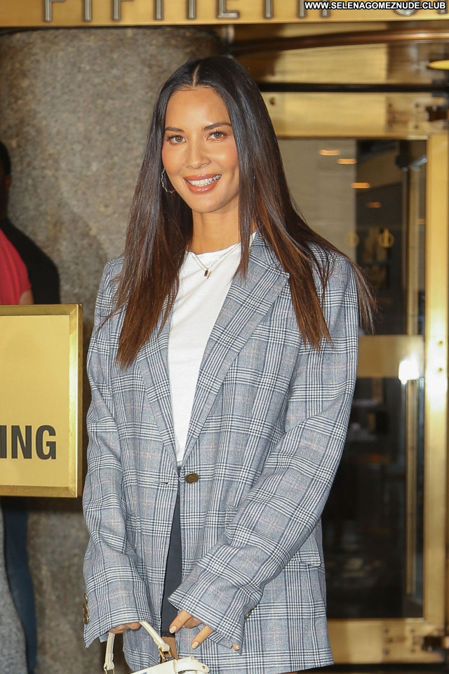 Olivia Munn No Source Celebrity Babe Sexy Posing Hot Beautiful