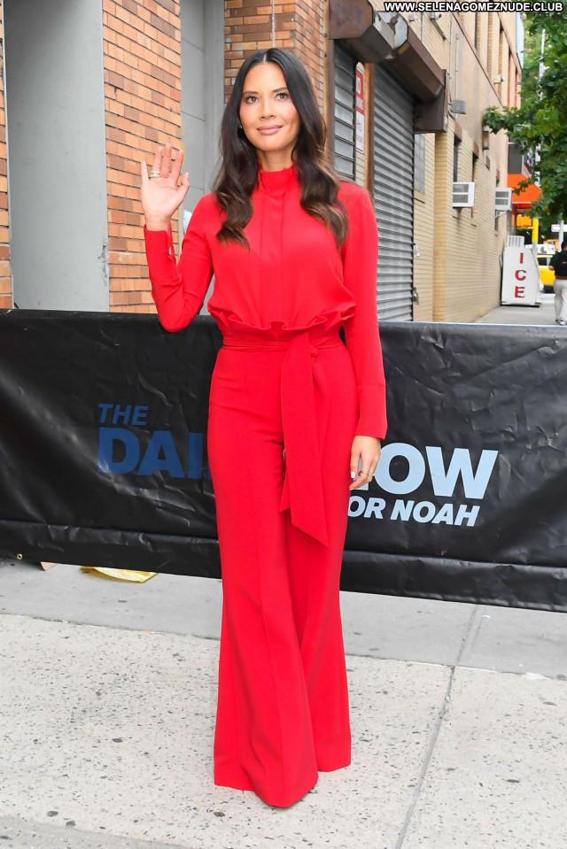 Olivia Munn No Source Posing Hot Celebrity Beautiful Sexy Babe