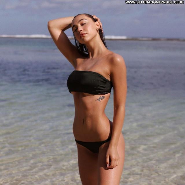 Alexis Ren No Source  Posing Hot Celebrity Beautiful Sexy Babe