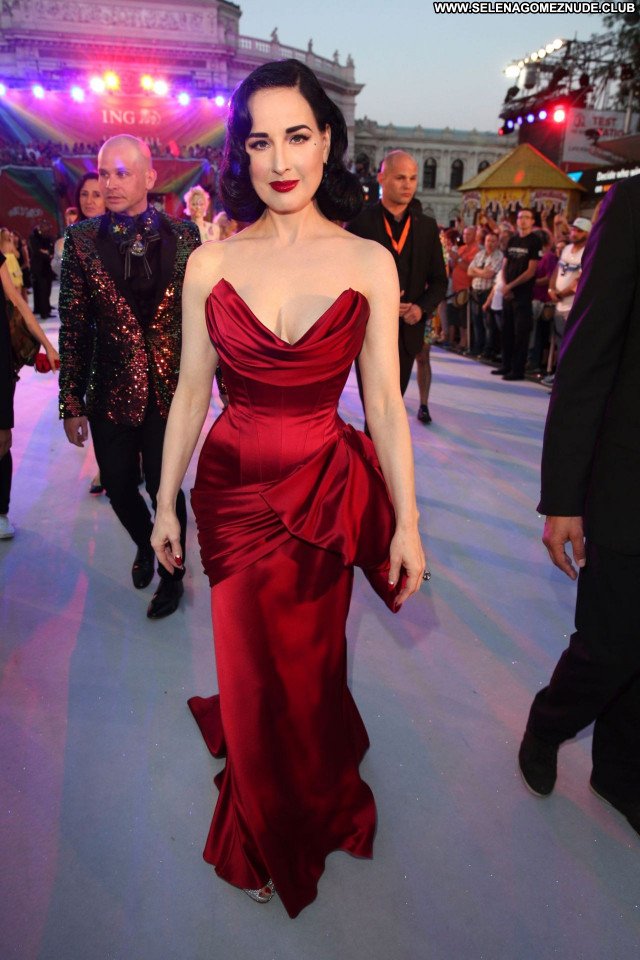 Dita Von No Source Posing Hot Babe Sexy Beautiful Celebrity