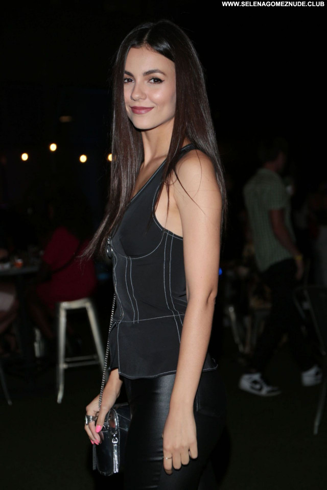 Victoria Justice No Source Celebrity Babe Sexy Posing Hot Beautiful