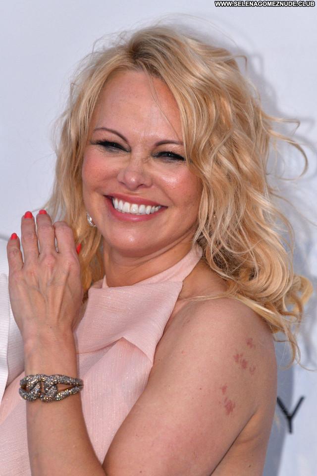 Pamela Anderson No Source  Sexy Babe Celebrity Posing Hot Beautiful