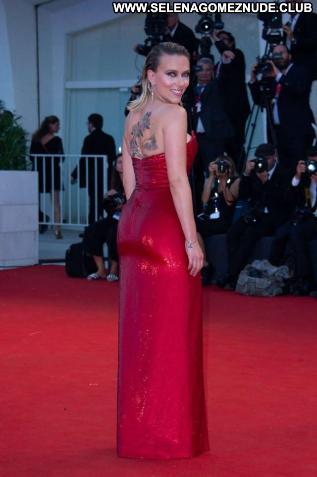 Scarlett Johansson Red Carpet  Celebrity Posing Hot Babe Paparazzi