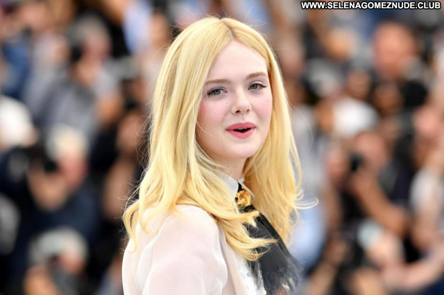 Elle Fanning No Source Sexy Celebrity Posing Hot Babe Beautiful