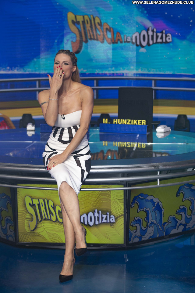 Michelle Hunziker No Source Babe Beautiful Sexy Posing Hot Celebrity