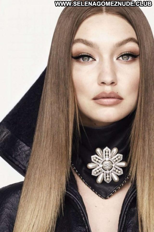 Gigi Hadid Vogue Magazine Paparazzi Beautiful Celebrity Posing Hot