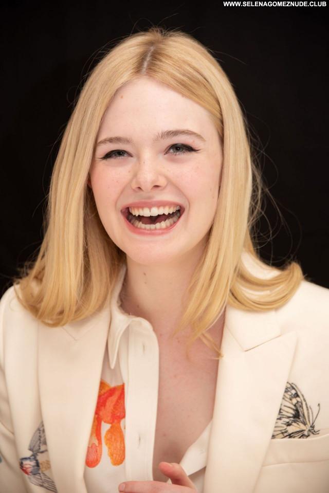 Elle Fanning No Source Beautiful Sexy Celebrity Posing Hot Babe