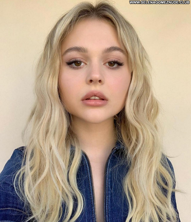 Emily Alyn No Source  Sexy Posing Hot Babe Celebrity Beautiful