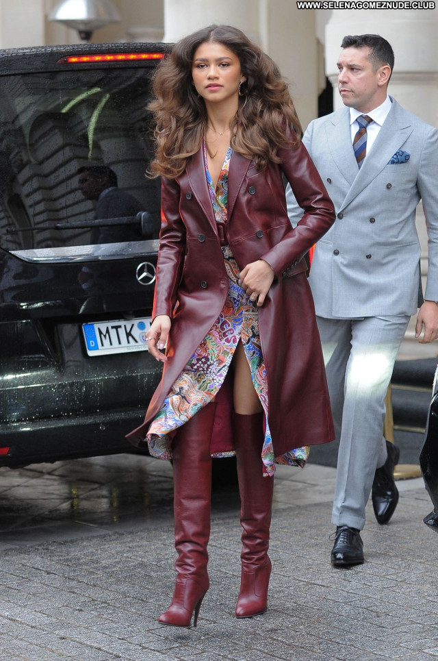 Zendaya Coleman No Source Posing Hot Celebrity Beautiful Sexy Babe