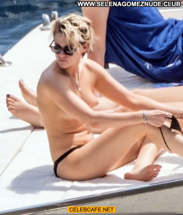 Kristen Stewart No Source Yacht Toples Beautiful Babe Topless Italy