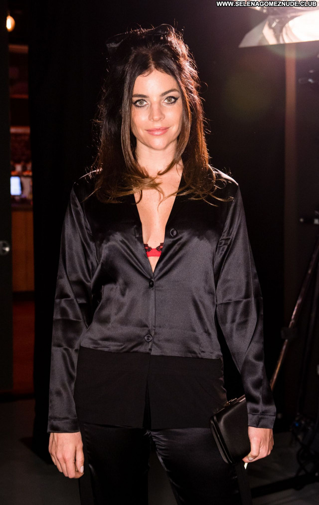 Ulia Restoin No Source Posing Hot Beautiful Sexy Celebrity Babe