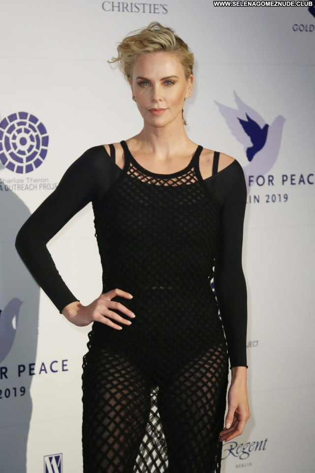 Charlize Theron No Source Posing Hot Sexy Babe Beautiful Celebrity
