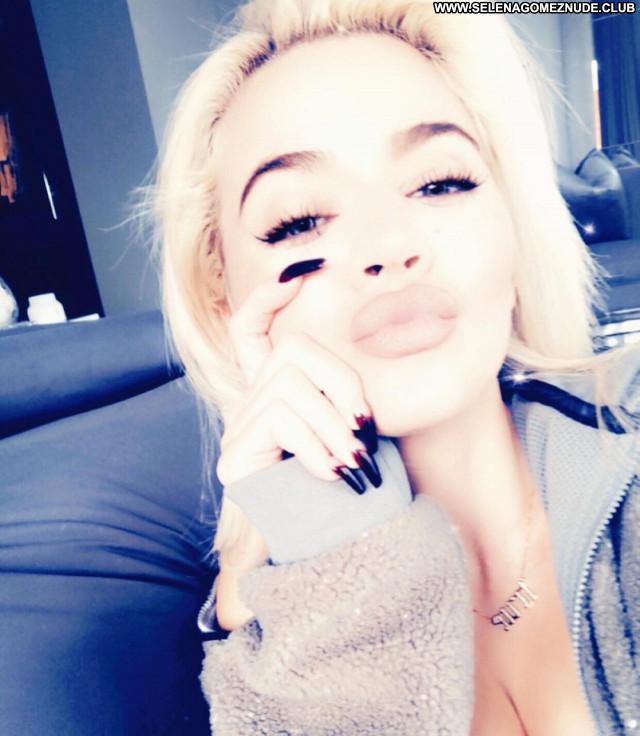 Khloe Kardashian No Source Posing Hot Babe Celebrity Beautiful Sexy