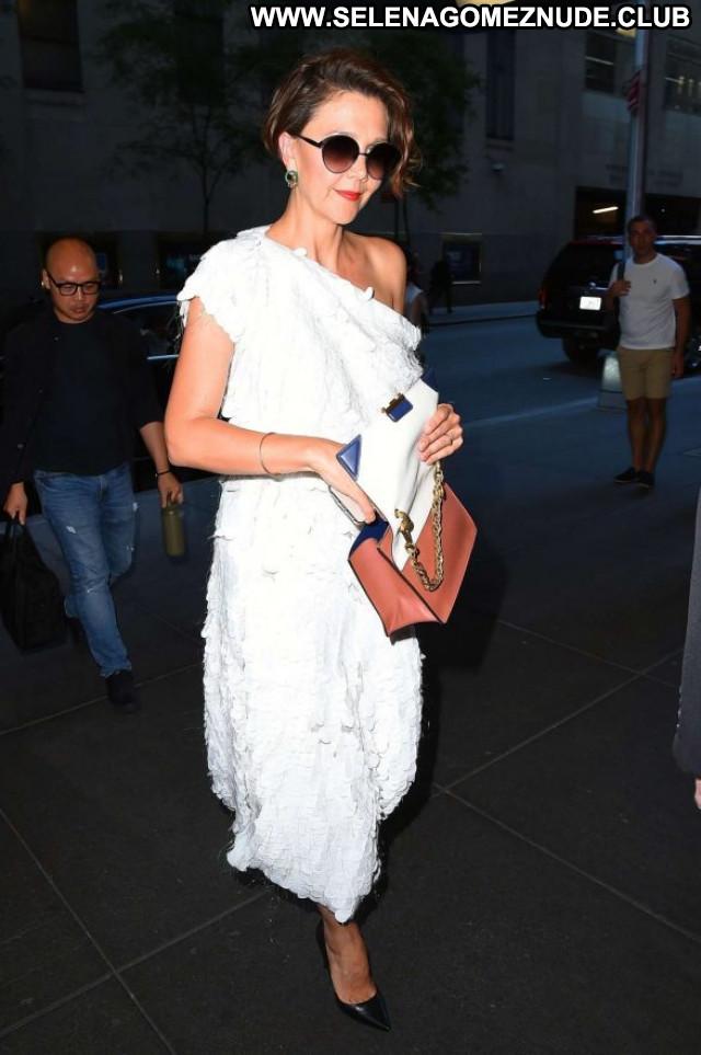 Maggie Gyllenhaal New York Paparazzi Babe Celebrity Beautiful Posing