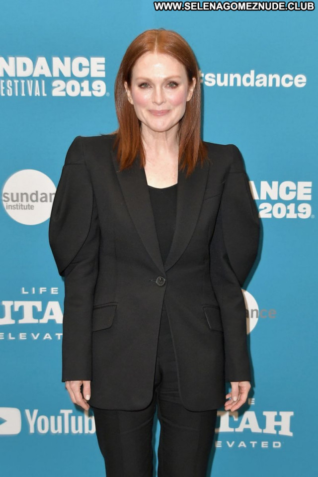 Julianne Moore No Source  Babe Celebrity Sexy Posing Hot Beautiful