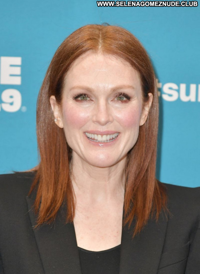 Julianne Moore No Source Sexy Posing Hot Celebrity Babe Beautiful