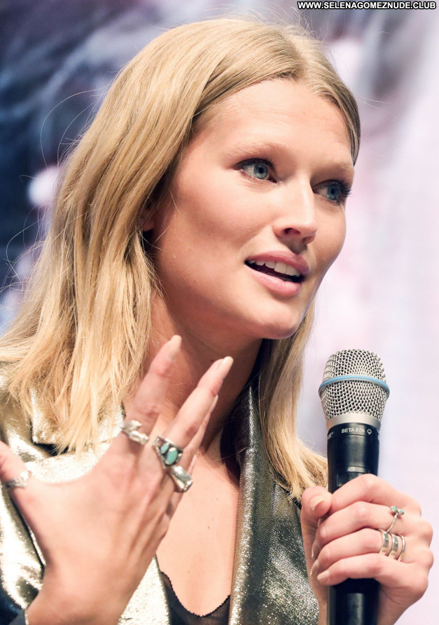 Toni Garrn No Source Posing Hot Babe Sexy Beautiful Celebrity