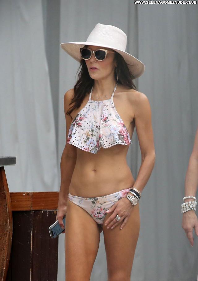 Bethenny Frankel No Source Sexy Beautiful Celebrity Babe Posing Hot