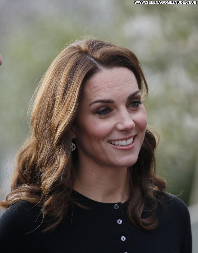 Kate Middleton No Source Posing Hot Beautiful Sexy Celebrity Babe