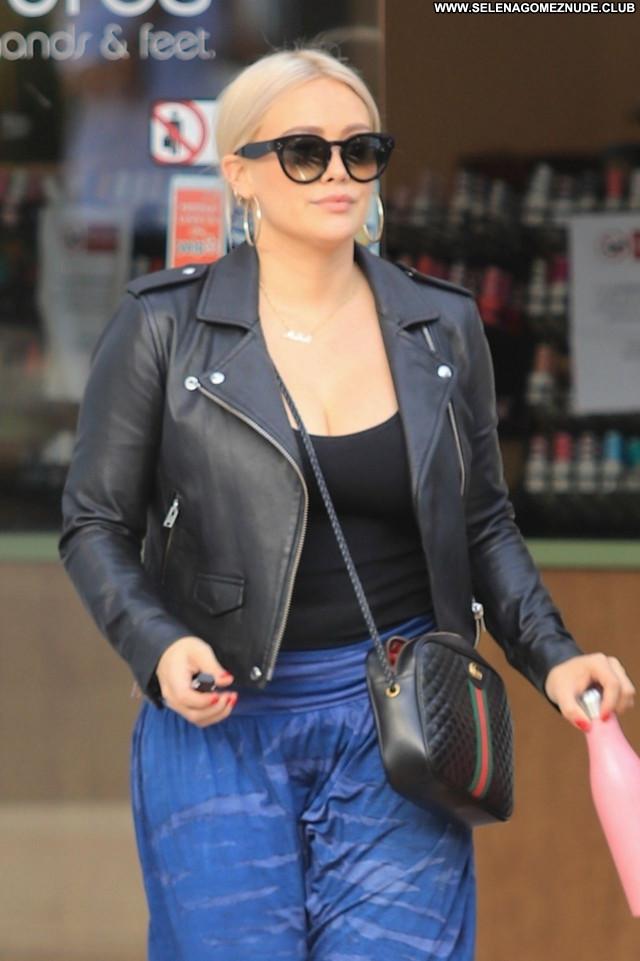 Hilary Duff No Source Sexy Beautiful Celebrity Posing Hot Babe