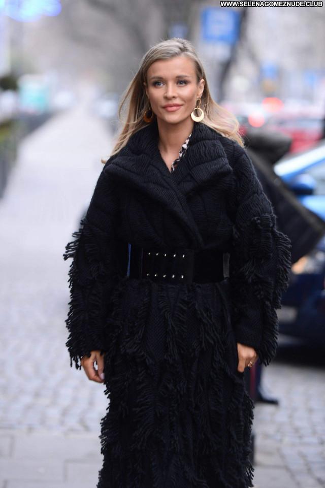 Joanna Krupa No Source Babe Sexy Beautiful Celebrity Posing Hot