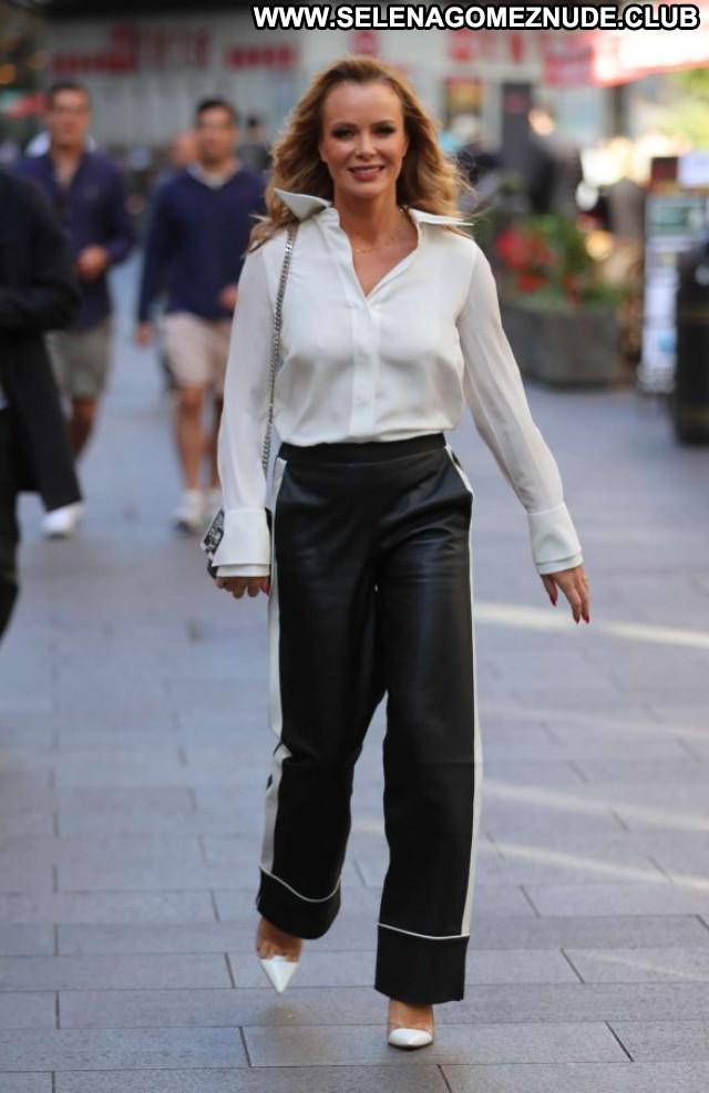 Amanda Holden No Source Celebrity Paparazzi Babe Posing Hot Beautiful