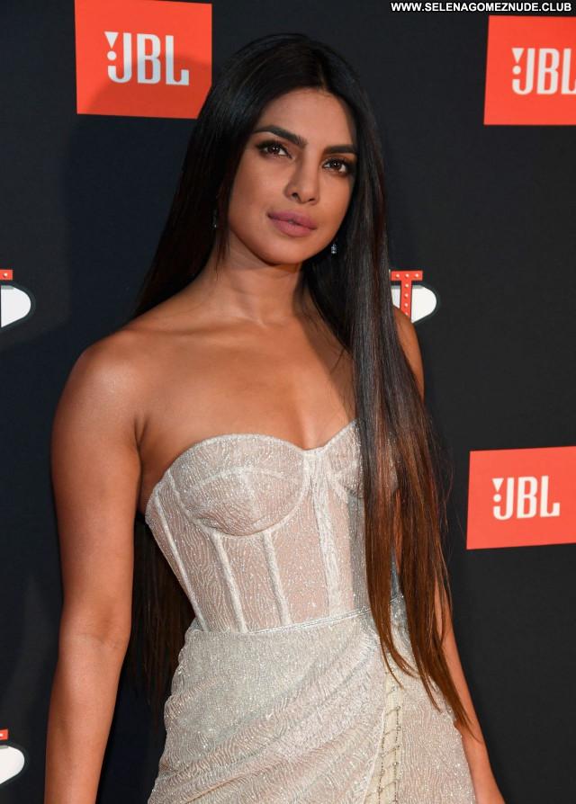 Priyanka Chopra No Source Beautiful Sexy Posing Hot Babe Celebrity