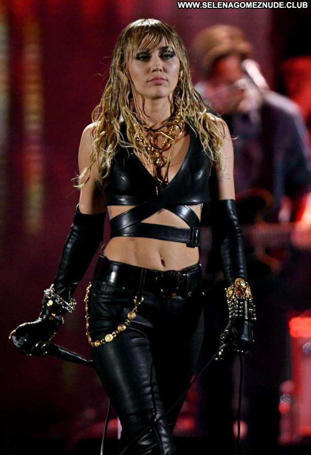 Jenna Dewa Studio City  Beautiful Babe Celebrity Posing Hot Paparazzi