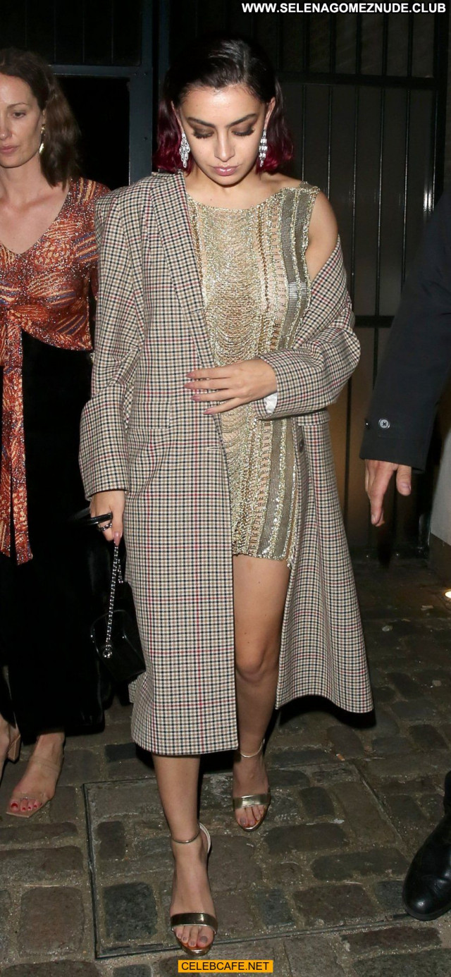 Charli Xcx Gq Men Of The Year Awards Celebrity Babe Awards Posing Hot